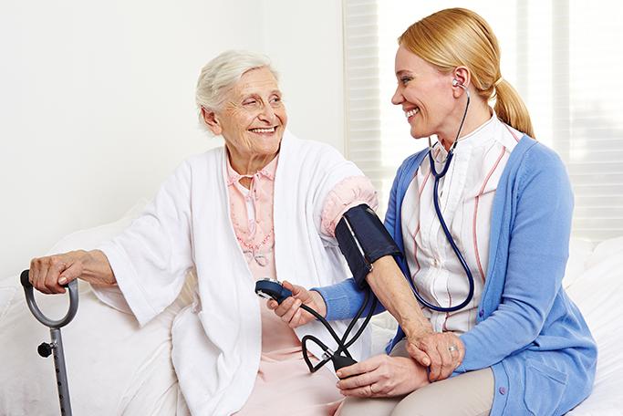 Die Behandlungspflege umfasst u.a. folgende Leistungsbereiche: